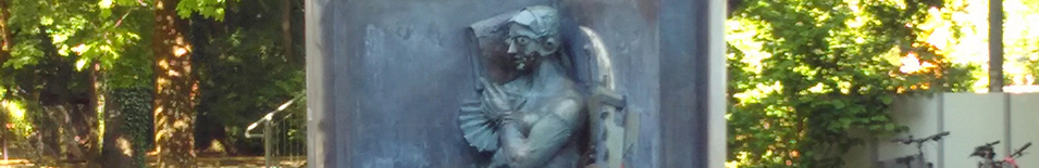 Statue vor dem Schweinchenbau